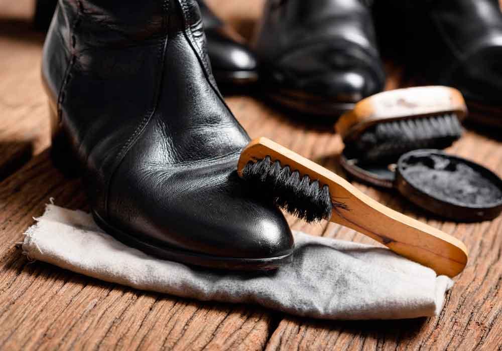 limpiar botas de cuero